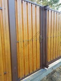 фото заборов из металлического штакетника